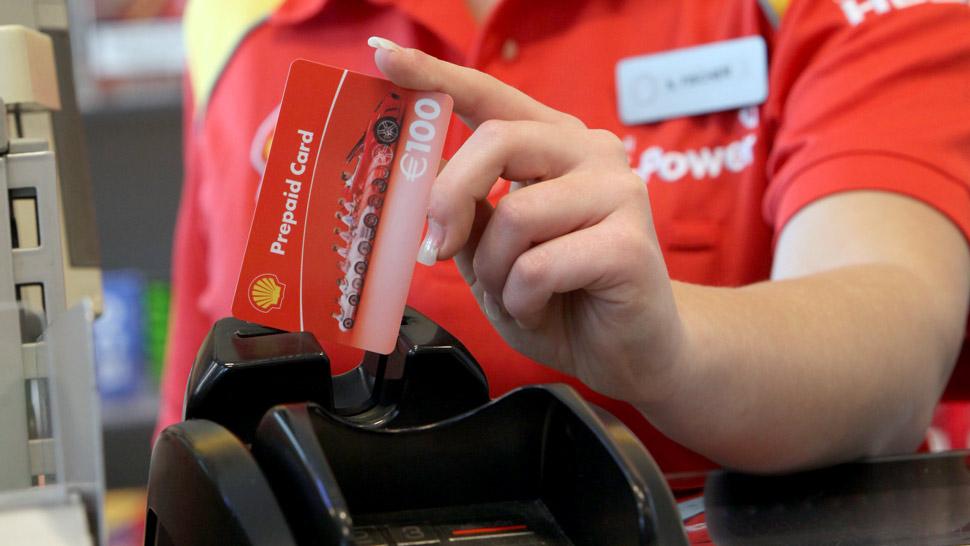 Fürs Tanken und Einkaufen: aktiv verlost fünf Prepaid-Cards von Shell im Wert von je 100 Euro.