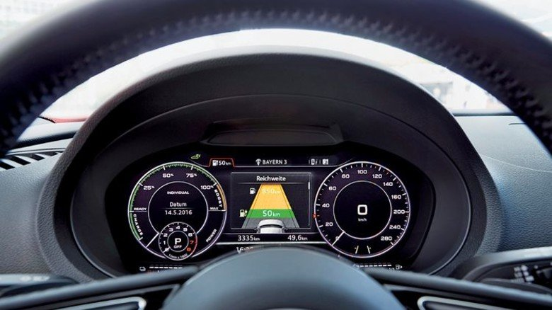 Audi Hybrid: Das Display zeigt den Stromverbrauch. Foto: Werk