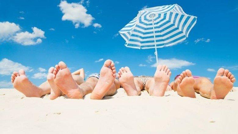Mal die Füße von sich strecken: Beim Thema Urlaubstage geht es EU-weit nur den Kroaten und Dänen so gut wie uns. Foto: yanlev/stock.adobe.com