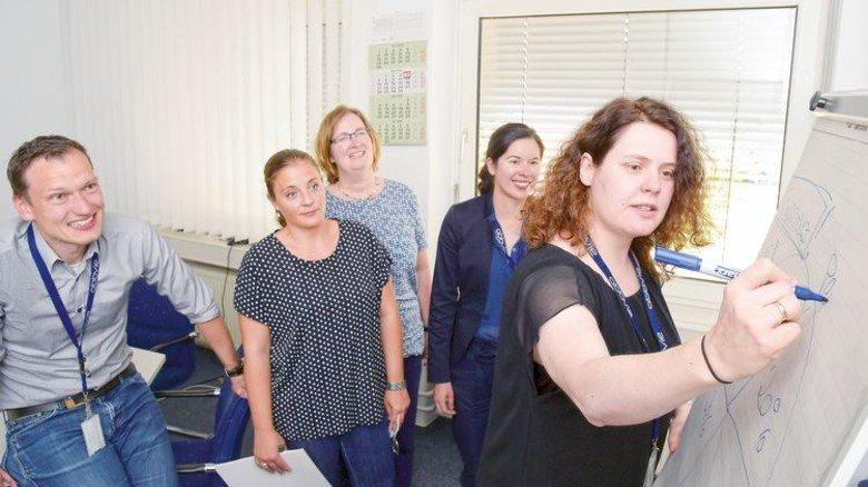 Gute Idee: Anregungen der Kollegen greift die Personalleiterin gerne auf. Foto: Sandro