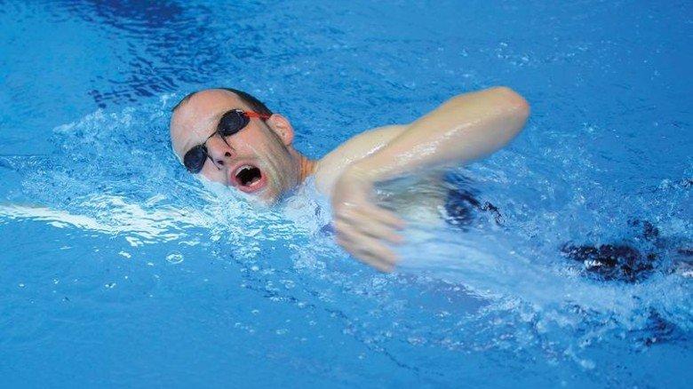 Hartes Training: Beim Schwimmen sieht Hendrik Ohagen noch Steigerungs-Potenzial. Foto: Augustin