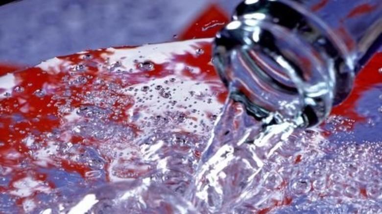 Gesund: Anderthalb Liter Wasser sollte man pro Tag trinken. Foto: Plainpicture