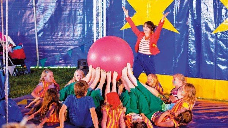 """Mitmachen: Programm für Kinder beim """"Zirkus- und Drachenfest"""" auf Butjadingen. Foto: butjadingen.de"""