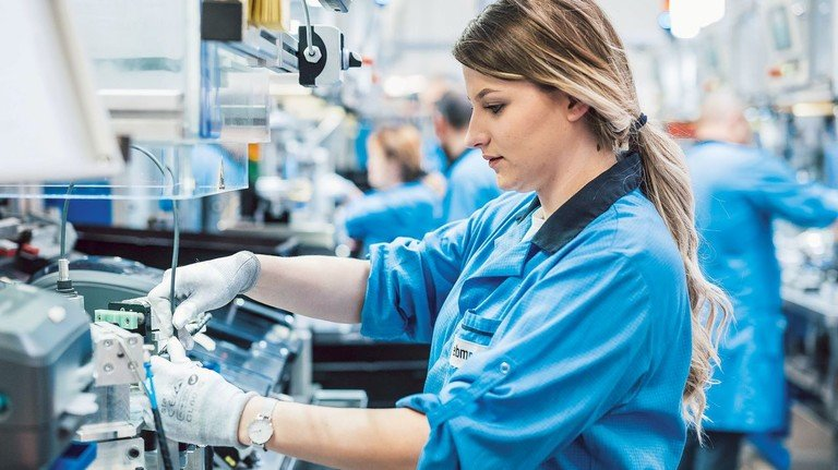 Produktion bei ebm-papst: Das Unternehmen liefert Schlüsselkomponenten für Beatmungsgeräte.