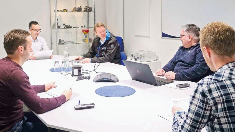 In korrektem Abstand: Bei Besprechungen wie auch in der Produktion gelten neue Regeln.