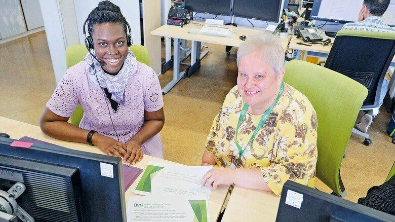 Kollegiale Hilfe: Rozenne Bini (links) schätzt die Tipps von Yvonne Nolte.