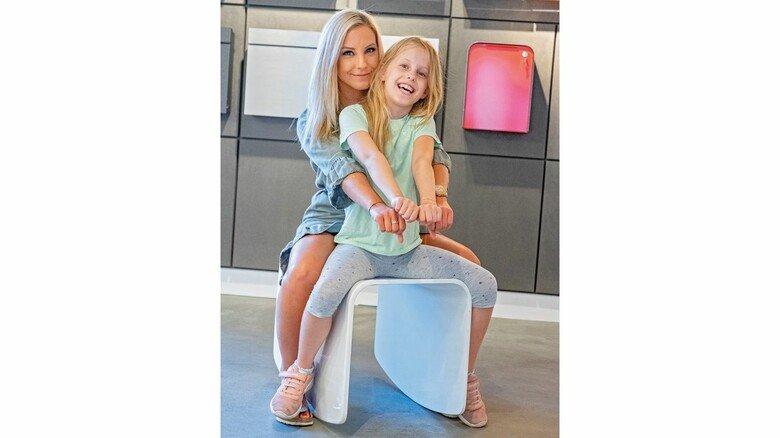 Pause auf dem Western-Hocker: Helen Glod genießt es, für ihre Tochter Sophie mehr Zeit zu haben.