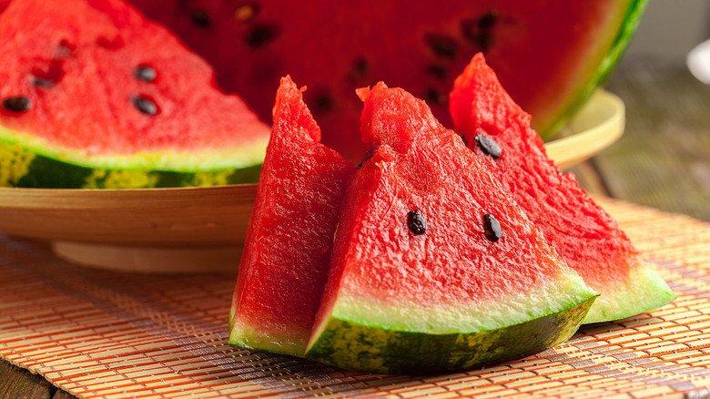 Leichte Kost mit viel Flüssigkeit: Die Melone eignet sich sehr gut für eine Zwischenmahlzeit an heißen Sommertagen.