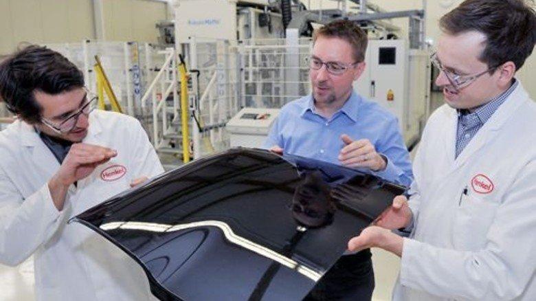 Mitarbeiter im Testlabor: Henkel entwickelt in Heidelberg auch Leichtbauteile. Foto: Sigwart
