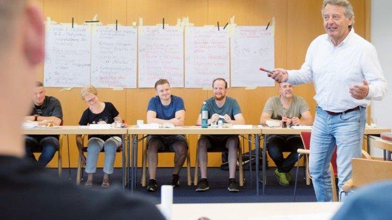 Viel Stoff praxisnah vermittelt: Neu gewählte Betriebsräte beim Seminar in Düsseldorf. Foto: Moll