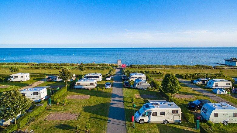 Wasserratten aufgepasst: Nur wenige Schritte trennen das Insel-Camp Fehmarn von der Ostsee.