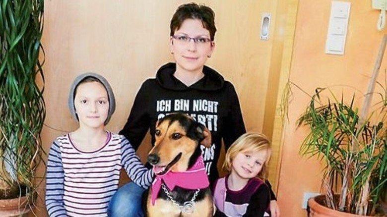 Eingespielt: Kerstin Rack mit Töchtern und Hund. Foto: Privat
