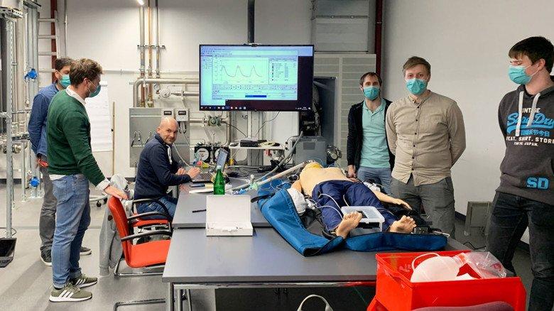 Testlauf: Das mobile Beatmungsgerät von Viessmann in Allendorf (Eder) wurde im Werk intensiv geprüft, in Zusammenarbeit mit Medizinern.
