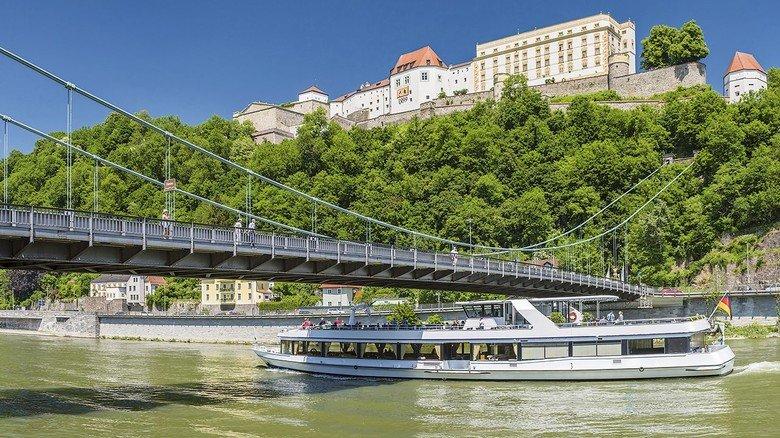 Historisch: Von Passau bis Linz geht es auf der Donau entlang an zahlreichen alten Burgen und Schlössern.