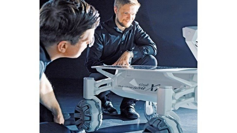 Ambitioniert: Mitarbeiter des Teams um den Mond-Rover Audi lunar quattro. Foto: Audi
