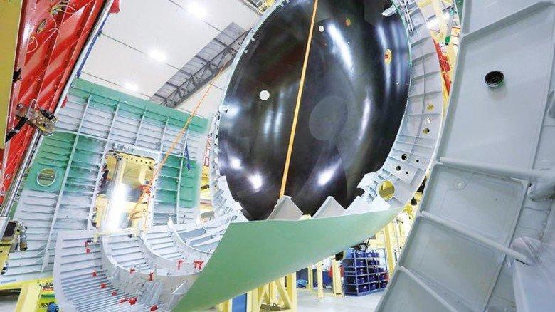 Einbau der Druckkalotte: Das Grundgerüst dafür besteht aus textilen Gelegen. Foto: Airbus