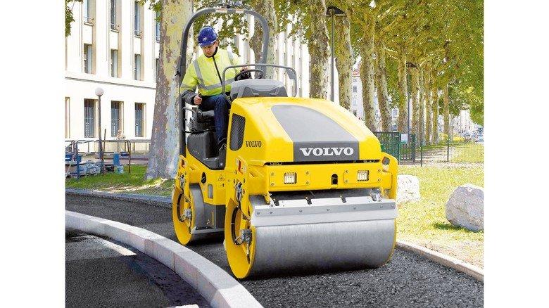 Beim Straßenbau gefragt: Maschinen von Volvo Construction Equipment in Hameln.