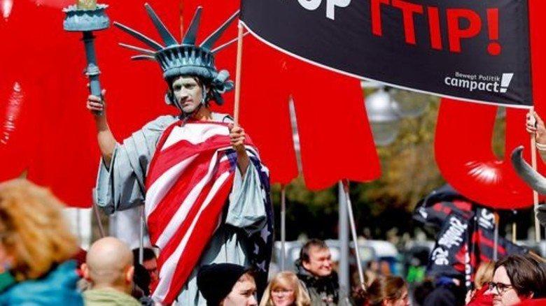 Schriller Auftritt: Ein Schnappschuss von der großen Demonstration in Hannover. Foto: Reuters