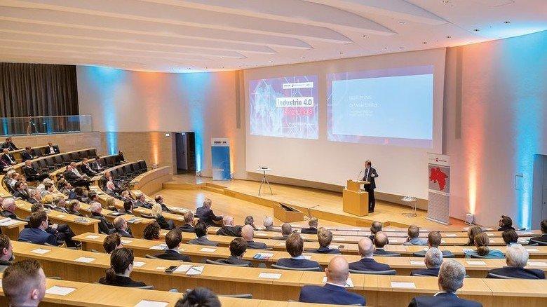 Breites Interesse: Für mehr Mut bei der Digitalisierung plädiert Dr. Volker Schmidt, Chef des Arbeitgeberverbands Niedersachsenmetall. Foto: Herzig
