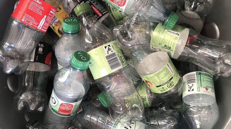 Brancheninitiativen und Chemieunternehmen gehen gegen Plastikmüll vor und treiben das Recycling voran.
