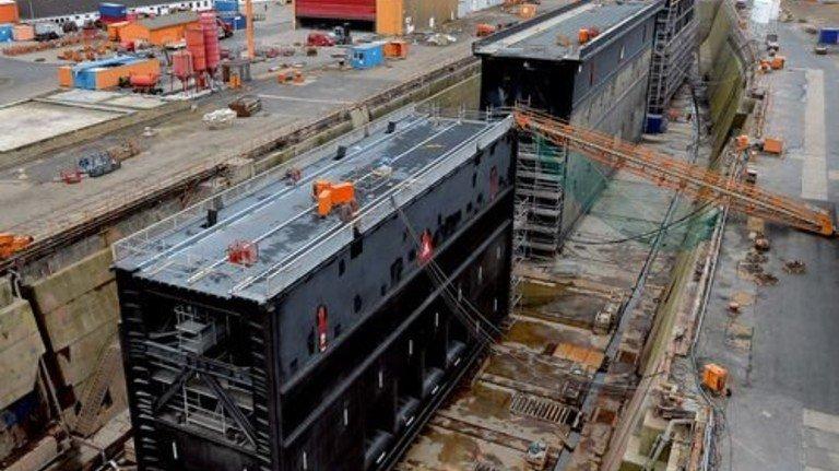 Auf dem Trockenen: Die Tore der Fischereihafen-, der Kaiser- und der Nordschleuse im Dock. Foto: Bahlo