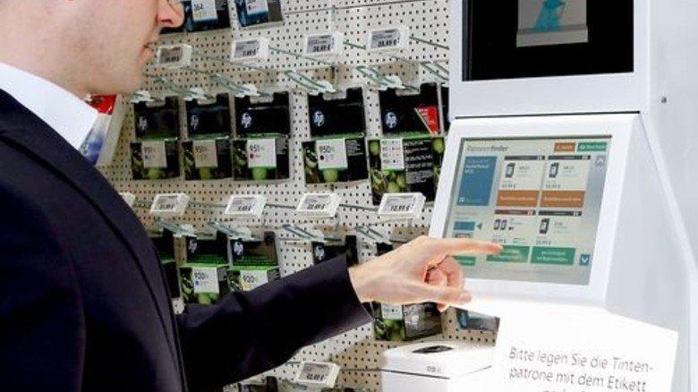 Das Display zeigt den Regalplatz gesuchter Ware an. Foto: Messe Düsseldorf