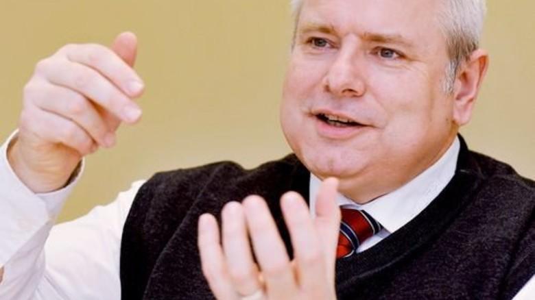 """""""Mit einem Auf und Ab beim Auftragseingang müssen wir umgehen können."""" Michael Roth, Geschäftsführer der Hekatron Technik GmbH. Foto: Sigwart"""
