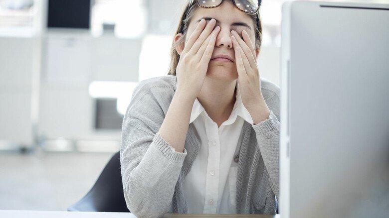Tut den Augen gut: Denkpausen vor dem Computer auch als Sehpausen nutzen.