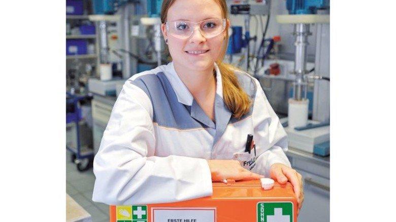 Sandra Winterhalder: Die Lacklaborantin bei Freilacke in Bräunlingen ist auch Ersthelferin im Betrieb. Foto: Sigwart
