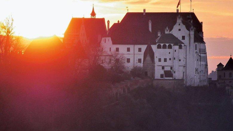Abendliches Gegenlicht: Burg Trausnitz bietet Gespensterführungen.