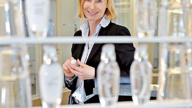 Pflege pur: Henrike Neuhoff entwickelt neue Rohstoffe für Kosmetikprodukte. Foto: Sandro