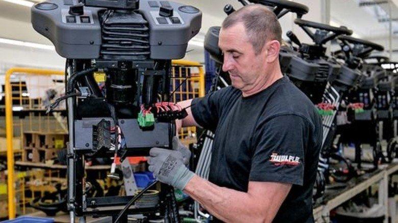 Blick in die Produktion: Hier kommt Hightech ins Führerhaus. Foto: Mierendorf