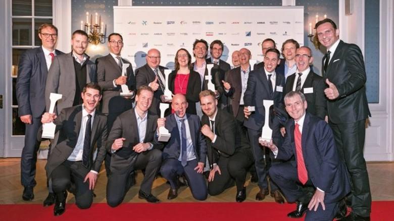 Ausgezeichnet: Die Sieger der verschiedenen Kategorien mit ihren Trophäen. Foto: Werk