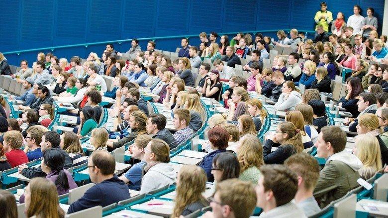 Erstsemester: Erwartungsvolle Studienanfänger an der Johannes Gutenberg-Universität Mainz.