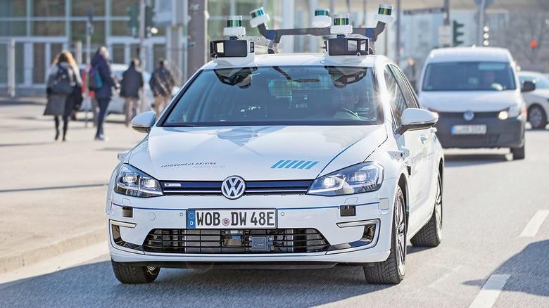 Üppig bestückt: Die Autos haben zahlreiche Sensoren und Scanner.