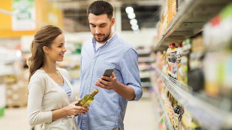 Gut informiert: Auch beim Einkauf lassen sich mit manchen Ernährungs-Apps schnell Details über Inhaltsstoffe finden.