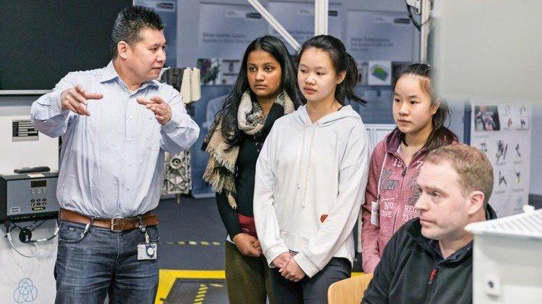 Alles über Motoren: Bei ThyssenKrupp System Engineering in Bremen waren 45 Mädchen und Jungen zu Gast. Foto: ThyssenKrupp SE