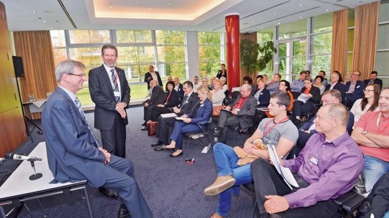 Teamarbeit: Ralf Clemens (Arbeitgeber) und Christian Jungvogel (rechts, Gewerkschaft). Foto: Deutsch