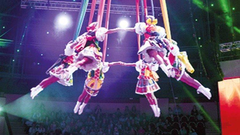 Akrobatik: Der Weltweihnachtszirkus kommt ganz ohne Tiere aus. Foto:  Elena Blednykh