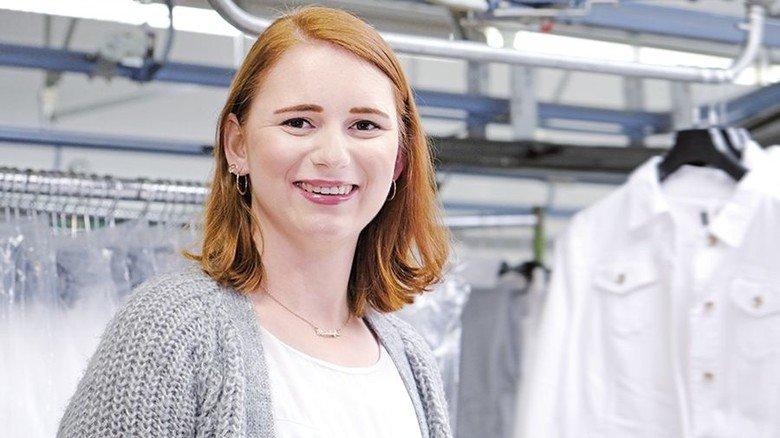 Selbstbewusst: Vanessa Busse arbeitet zurzeit in der Waren-Abnahme bei Brax in Herford. Foto: Lang