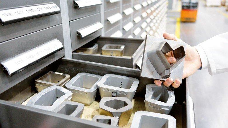 Stanzwerkzeuge wie diese verwandeln die fertig bedruckten Bogen in Etiketten.