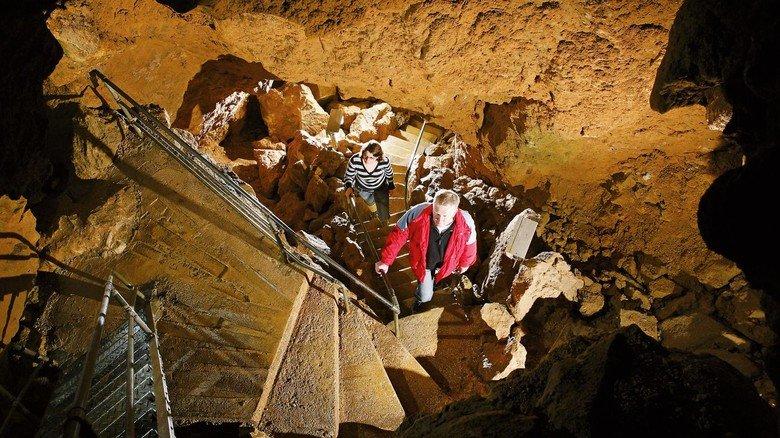 Tiefenhöhle Laichingen: Steile Treppen führen die Besucher bis zu 55 Meter hinab.