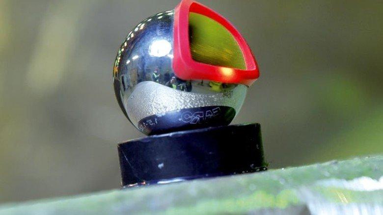 Positionsbestimmung: Spiegelreflektoren und Laser helfen den Aufmessern bei der Arbeit. Foto: Augustin