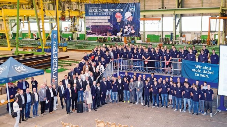 Nachwuchs: Die neuen Azubis und dualen Studenten von MV Werften. Foto: Werk