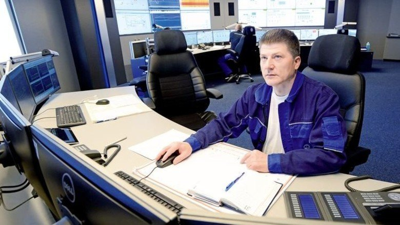 Herr der Lage: Andreas Zöllner hat in der Zentralwarte den Überblick. Foto: Sturm