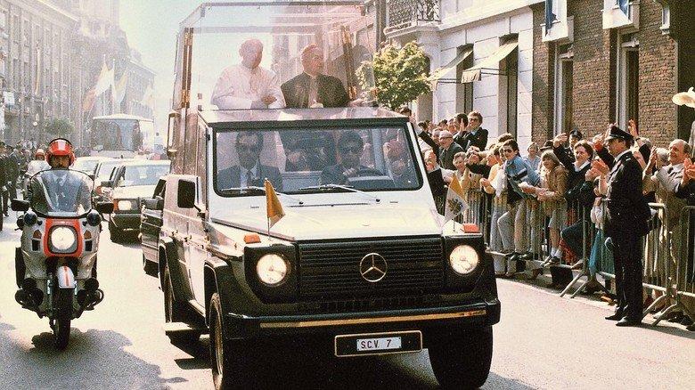 Zu sehen ist hier unter anderem das Fahrzeug, das für den Deutschland-Besuch von Papst Johannes Paul II. im Jahr 1980 gebaut wurde.