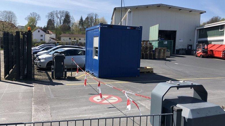 Schnell eingerichtet: Die separate Anlaufstelle für ankommende Lieferfahrzeuge bei Element Six in Burghaun.