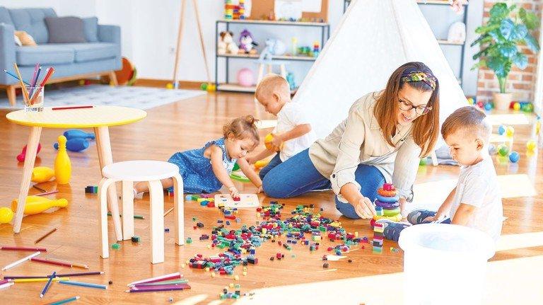 Kinderspiel: Wenn der Nachwuchs gut betreut ist, können beide Eltern zur Arbeit kommen.
