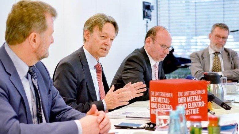 Pressekonferenz: Beim Vorstellen der aktuellen Wirtschaftsumfrage vor einigen Tagen. Foto: Scheffler