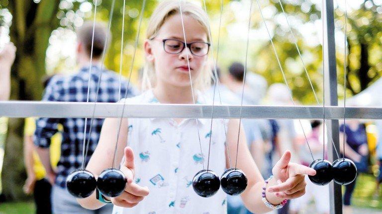 Festtag in Osterode: Viele Stände boten Attraktionen für alle Altersgruppen – dabei ging es auch um Physik.